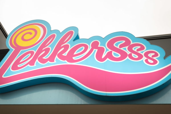 """At Lekkersss in Axel, you enter a store full of delicious sweets, chocolate, pastries and ice cream in all colors, scents, and sizes. The store design is made to highlight the goods and let them take their place and be seen. """"The six-meter long candy wall, right up to the ceiling, is an eye-catcher that attracts customers into the store"""", says owner Mirjam Sariman. Mirjam is a true entrepreneur and besides Lekkersss she has other franchise companies such as Albert Heijn, Bruna, Etos, Gall & Gall, Anytime Fitness and Family restaurant. She is the second generation and runs the company with her sister and brother. The Family company has existed for more than 40 years. Mirjam says, """"I'm very happy with ROL Fredbergs performance. The design process went smooth, despite the many smells and colors of all the goods, the store also feels calm and relaxing. We selected partners carefully for this project. The short deadlines had to be met and we wanted a good, future proof quality interior. These demands were successfully achieved. Project manager Geoffrey Boltjes says, """"This is one of the most colorful projects I have managed, that made it fun'. 'Of course, we had a tide schedule, but we handled it the way the customer demanded it upfront""""'. The result: a delicious store! https://rolfredbergs.com/"""