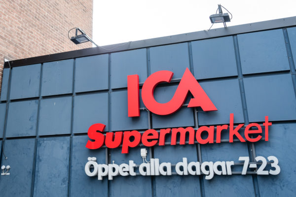 """ICA Supermarket Telefonplan  ROL Fredbergs is proud to present our latest delivery to ICA Supermarket Telefonplan, more than just an ordinary grocery store. Where the staff dining room of Ericsson was once situated you will now find a new ICA Supermarket. The building is, just like the surrounding area, a cultural monument. This area brings back many memories of the necessary break from work and spontaneous lunch meetings. Now ICA look forward to new experiences, meetings and discoveries, with the food in focus. ICA´s store is a modern food market for everybody. Large enough to have cooked food, a snack bar, a pizzeria and a deli. But intimate enough for customers to be served by the inspiring staff and give them the feel that they can sit down and eat, whenever they require. Fredrik Stålnacke has been employed by ICA since 2001 and has managed his own store as far back as 2012. Fredrik is a very experienced gentleman who knows very well how to run a store and more importantly how to run a successful business.  Fredrik tells us a bit of his experience regarding the new food concept, deli and café. """"I like best about the concept is that it is simple and stylish. It is easy to customize and change the layout whenever necessary. I like the Deli department, I think the concept is """"tasty"""" and uniform. It feels exiting and welcoming. The café concept is very pleasing. There is a common thread to the interior design and the surfaces feel well balanced"""". On what he thinks is important in the concept, is to give the customers a good experience in his store. """"A cosy feeling, an interior that combines the hard metal surfaces with softer details that make it more welcoming. The rib panels and colours give the concept an overall softer appearance. Together with the adjustable shelves where we can display inspirational products in detail. I´m very pleased with the concept design that ICA have developed with technical support from ROL Fredbergs. I can see that ROL Fredberg supplie"""